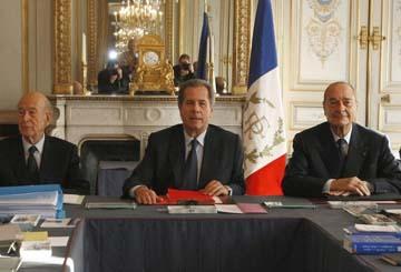Jean-Louis Debré au centre en compagnie de Jacques Chirac à droite et Valéry Giscard d'Estaing archives-lepost.huffingtonpost.fr
