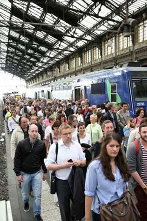 pagaille sncf - Grève à la SNCF : 150 grévistes bloquent la France ou est la démocratie ?
