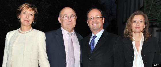 Michel Sapin et sa femme Valérie de Senneville, le 17 mai 2011 lors de leur mariage à Argenton-sur-Creuse, en compagnie de François Hollande et Valérie Trierweiler | AFP | huffingtonpost.fr